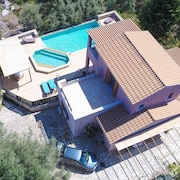 Villa Kyknos: Large Private Pool, Walk to Beach, Sea Views, A/c, Wifi, Car Not Required