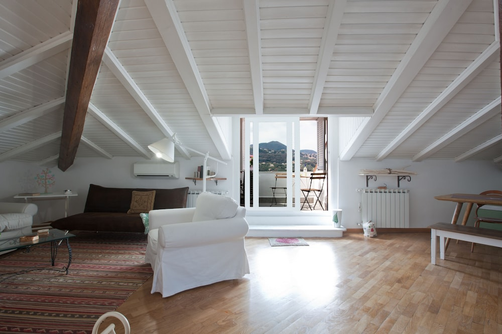 Above the Roofs - Close to Train Station and City Center-cod