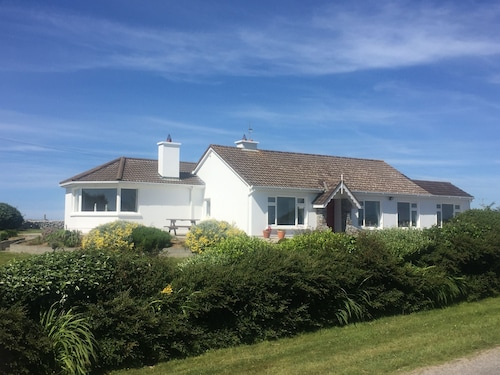 Large Scenic 3 bed Cottage Close to Beach, Mountain Views, Wild Atlantic Way
