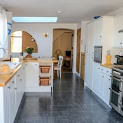 Spacious Terraced House in Salcombe, 4 Bed, 2 Bathrooms, 2 Lounges + Parking