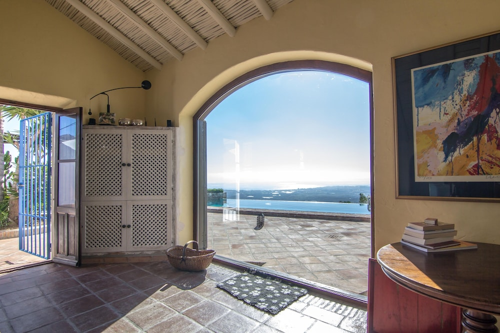 , Luxurious finca with private infinity pool, 180° views on the Mediterranean