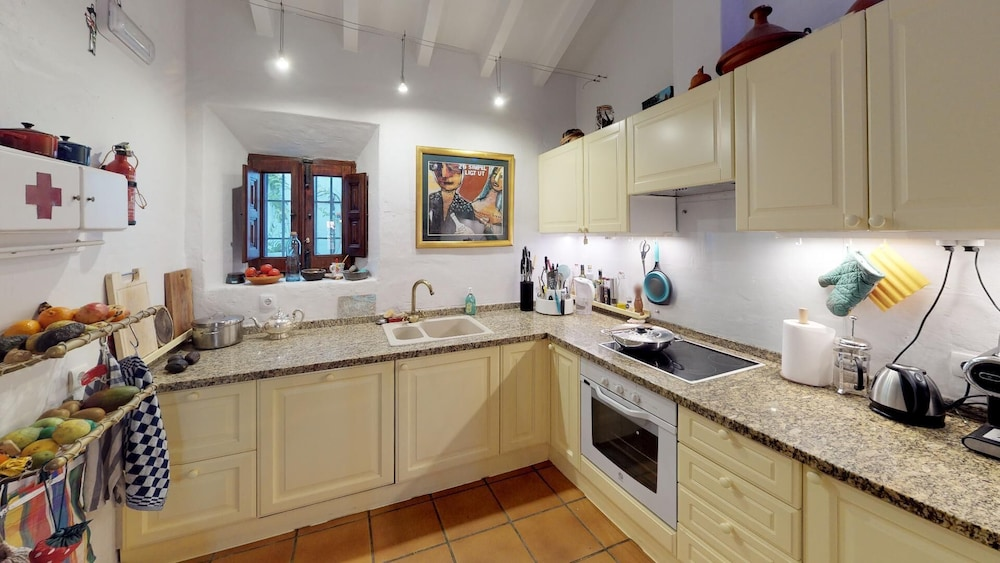 Private Kitchen, Luxurious finca with private infinity pool, 180° views on the Mediterranean