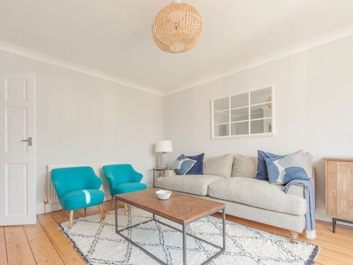 Rafters ~ 2 Bedroom Apartment in the Centre of Whitstable!