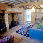 Stunning Grade II Listed Cottage on Vineyard Street in the Heart of Winchcombe
