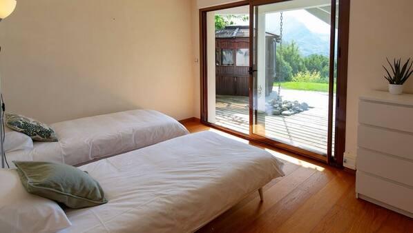 6 chambres, fer et planche à repasser, accès Internet, draps fournis