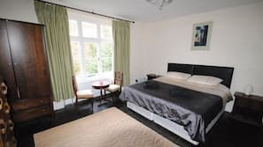 8 bedrooms, iron/ironing board, cots/infant beds, WiFi