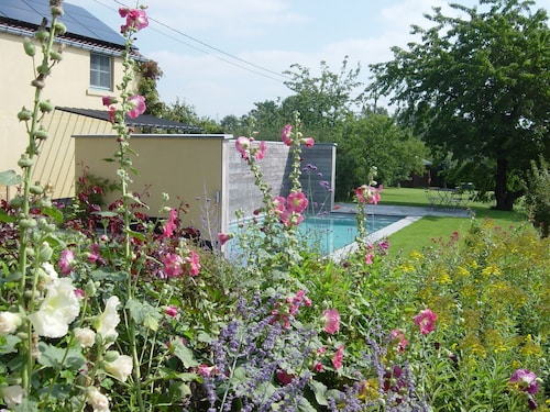 Bonlez: Charming Cottage at 10 Minutes out of Louvain-la-neuve, Halfway Between Brussels and Namur