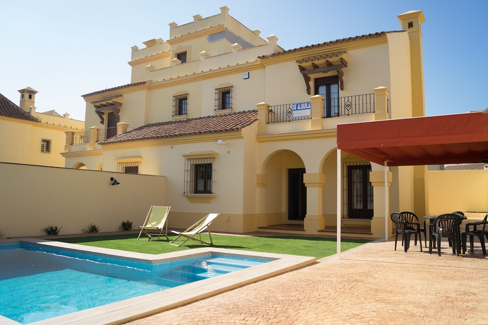 Pool, House With Private Pool Ideal for Families