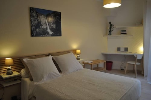 Appart 'hyper Center of Reims 60 eur / 2 Pers + 10 eur 4 Pers, Terrace 9m2, Living Room Garden