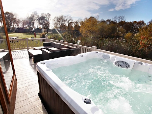 Luxury Holiday Lodge With Hot Tub