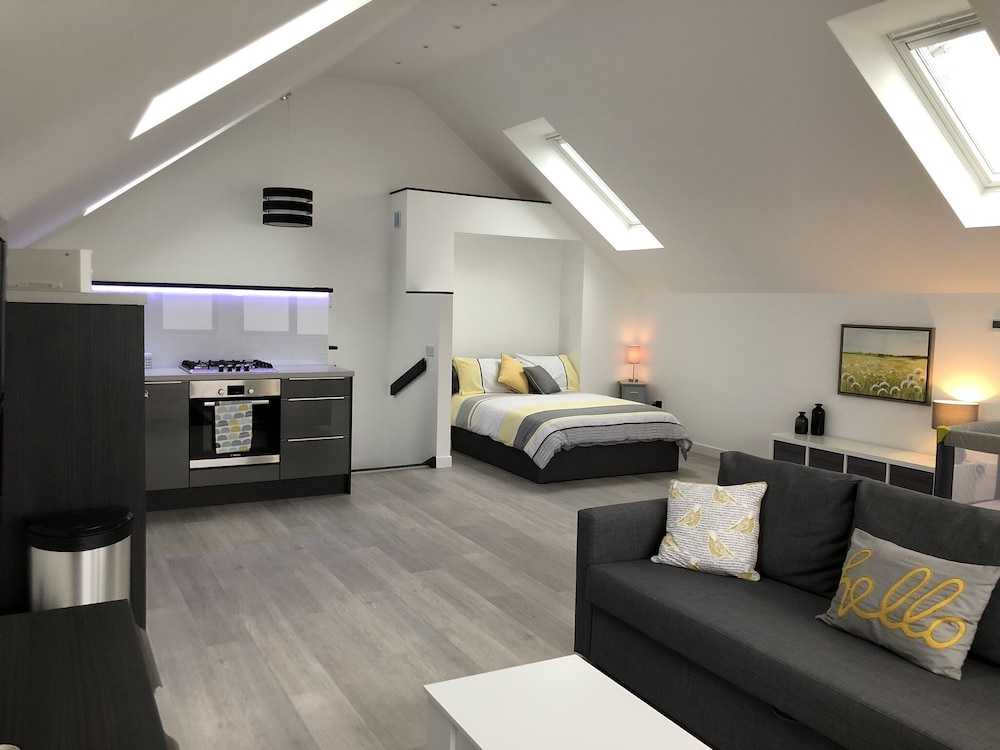 The Wee Glasshouse is a Modern Studio Apartment Situated on the Fife ...