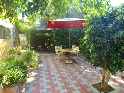 Lovely Private Garden Quiet and Calm Close to Beach