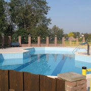 Charming Chalet at 5 km From the Seaside, With Swimming Pool and Playground