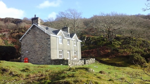 Peaceful, Romantic, Family Cottage Near Beddgelert, Snowdonia. Close to Zipworld