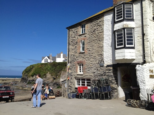 Tidesreach Port Isaac, Also Known as The Crab & Lobster in Doc Martin, Sea Views