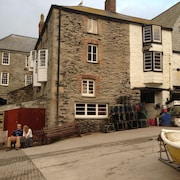 Tidesreach Port Isaac, auch bekannt als The Crab & Hummer in Doc Martin, Meerblick