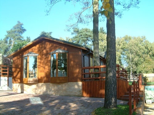 Beautifully Appointed Lodge in a Park Setting Near the New Forest