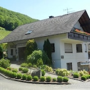 Newly Furnished Comfort Vacation Apartment on the Foot of Castle Thurant in Alken