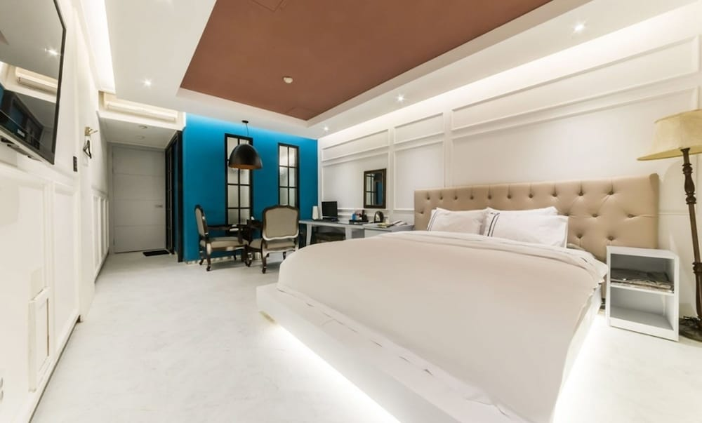 Room, Dream Palace