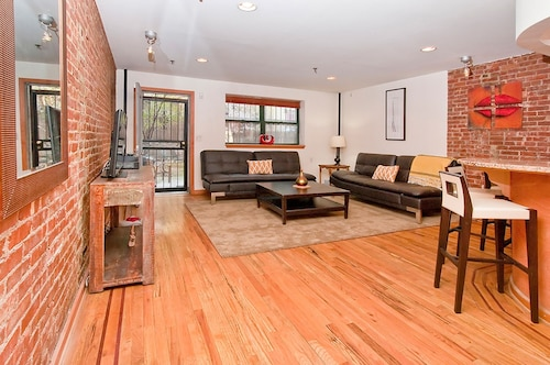Gorgeous 2 Story 2 Bedroom/ 2 Bath Apartment IN Manhattan With Garden