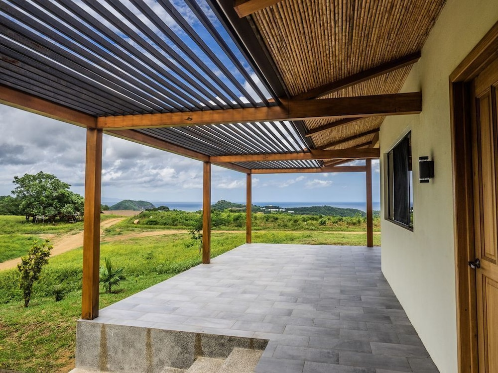 Mountain Top Pacific Ocean View Bungalow Just Steps From