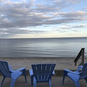Waterfront/beachfront Cottage Located in the Heart of Fairfield Beach!!
