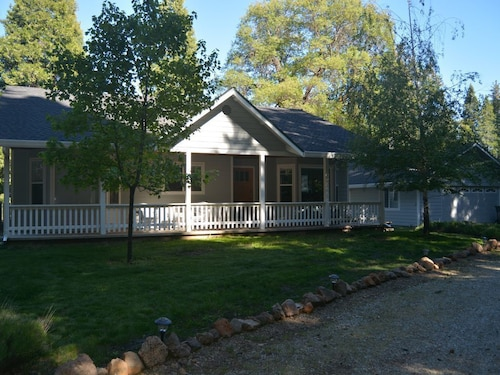 Lassen Retreat: Lovely 3 Br 2 Bath Home on 1 Acre w/ Meadow & Forest Views