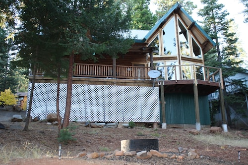 Log Cabin With Lake and Mountain Views, Family Friendly, 3 Bedroom, 2 Bath, Wifi
