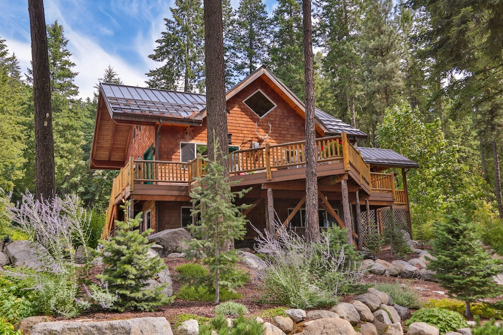 Featured Image, Antler Hideaway - a Luxury Mountain Cabin