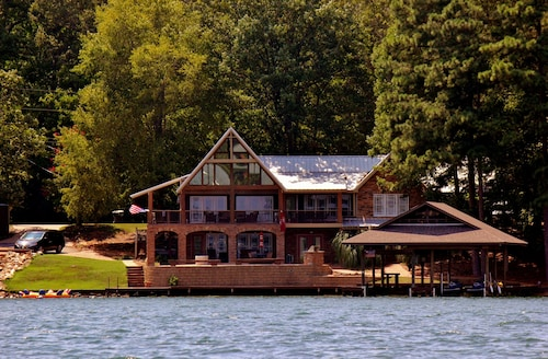 Million Dollar Views From an Amazing 5 Bdrm Cabin on Lake Martin