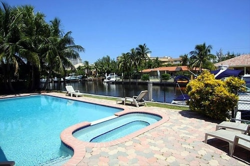 Waterfront Luxury Villa Free Wifi Boat Dock Dogs Welcome Gated Community
