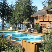 Point Williams Lodge . Luxury Oceanfront . Pool . Hot Tub
