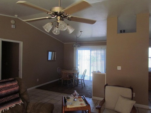 Snowbird Economy - Beach - Fun In The Sun. + New Master Bath - Walk In Shower
