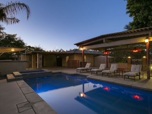 Closest Home to Coachella 4 Bedroom 2 Bath Sleeps14 Pool/spa, Pool Table, BBQ