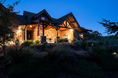 Fern Hill Lodge-luxury Log Retreat on 25 Acres in Willamette Valley Wine Country