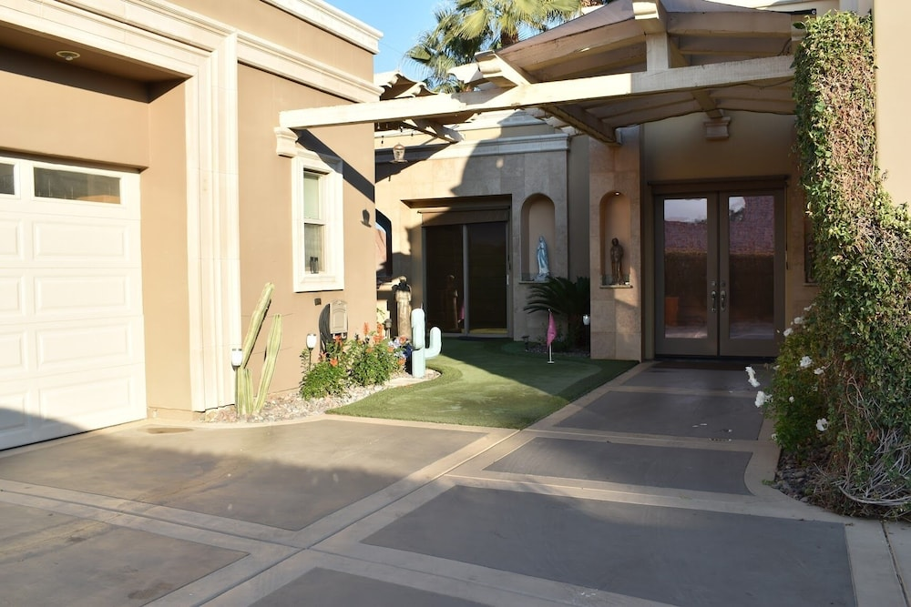 Exterior, Large Desert Getaway Suite In Highly Desired Area of La Quinta!