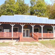 Swell 70 Cabin Rental Fort Drum Cabins In Fort Drum Orbitz Download Free Architecture Designs Licukmadebymaigaardcom
