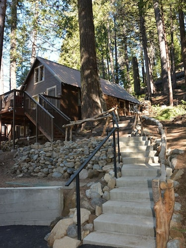 Quaint Mountain Cabin at the entrance to Yosemite National Park