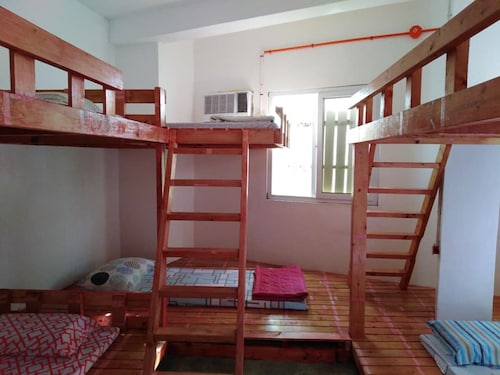 A and B Guest House - Hostel