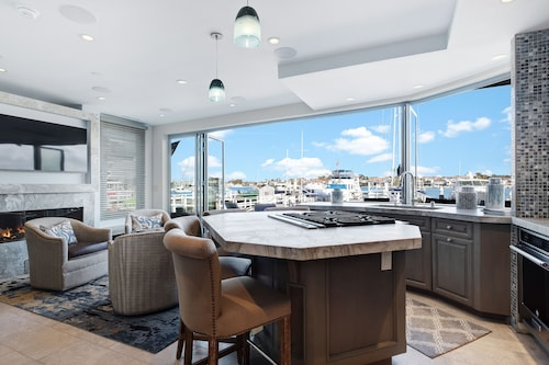 Dog-friendly Waterfront Home w/ a Private hot tub & Views of the bay