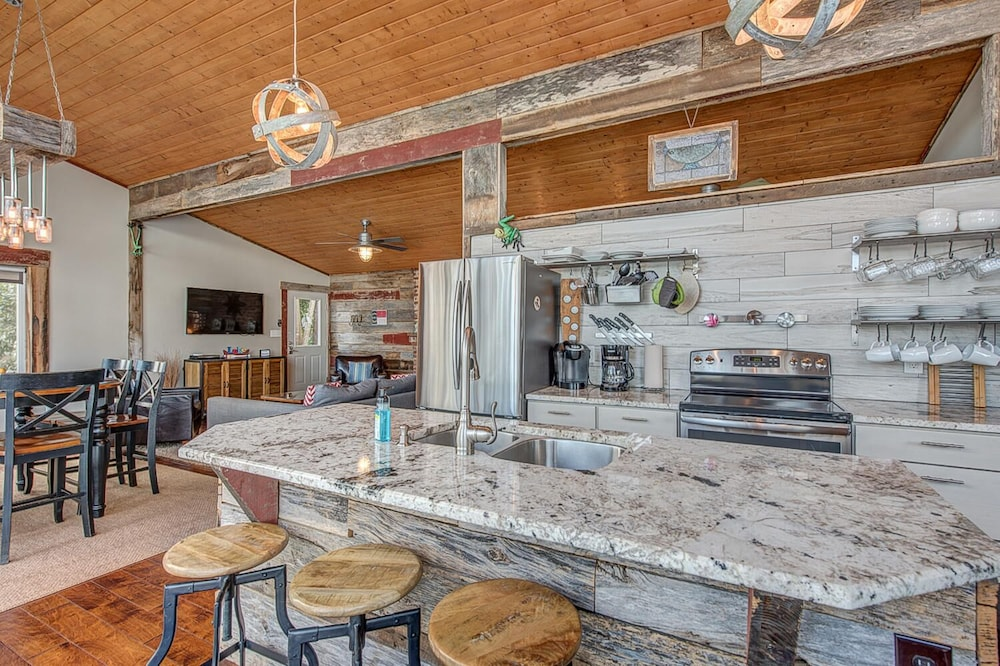 Private Kitchen, Firefly - 2 Houses on 1 Spectacular Property