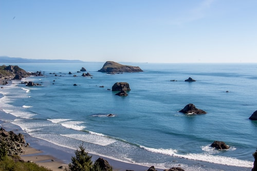 The Whale Watcher at Rainbow Rock Condos; Ocean Views & Beach Access!
