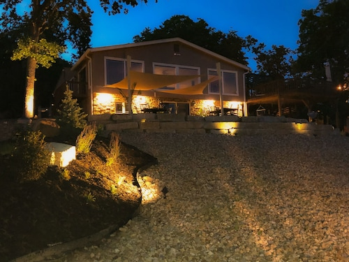 Million Dollar Lakefront View - Mile Marker 41 - Sleeps 15!