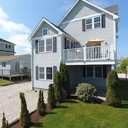 Narragansett/point Judith Summer Rental Beach House. Great Location! Sleeps 12