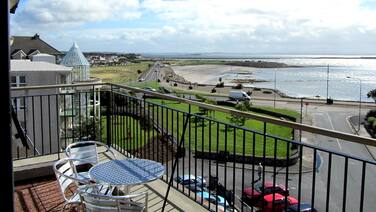 Comfortable, Modern, Luxury, Secure, Beachfront, Seafront, City Centre