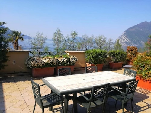 Beautiful Apartment ON THE Lungolago, With Large Lake View Panoramic Terrace