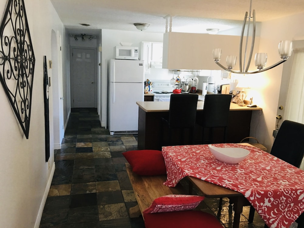 Private Kitchen, NB Cozy Vacation Haven