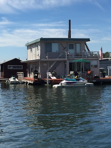 Unique Furnished Floating Home on Columbia River in Gated Community