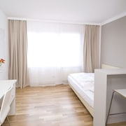 Serviced Apartment Incl. Free Wlan, Free Parking and Bi-weekly Cleaning