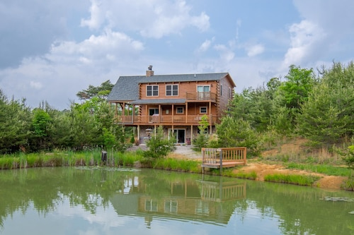 Stunning 5 Bedroom Lodge With Gorgeous Views and Shared Pond